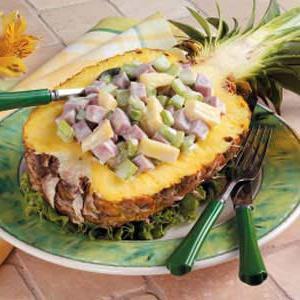 solate iz rakovastih palic in ananasa