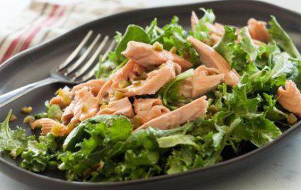 рецепт за салату са авокадом и црвеном рибом