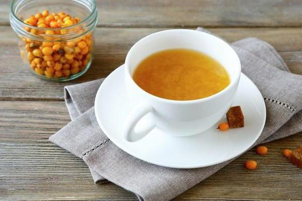 tè all'olivello spinoso con la ricetta del miele