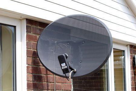 Dispositivo per la sintonizzazione delle antenne satellitari