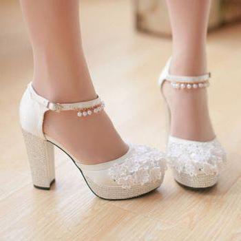 Обувки на дебела пета снимка