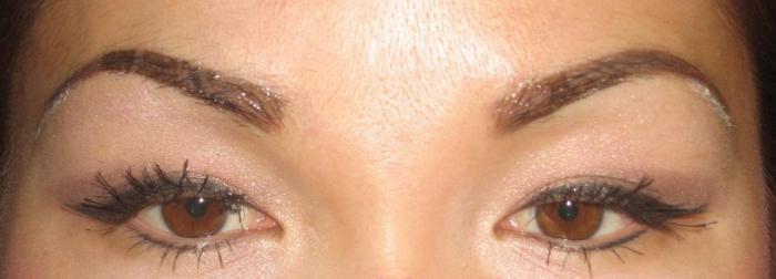 Oční tetování kolik