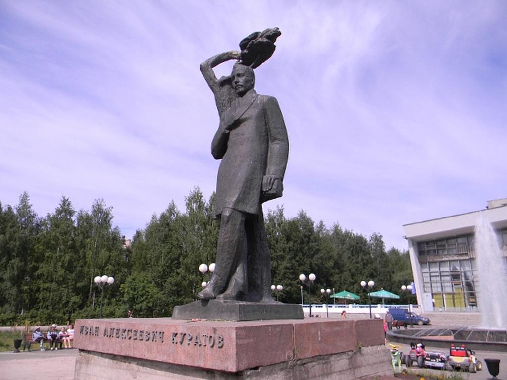 Споменик И. Куратов