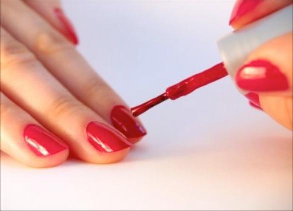 jednostavan nacrt na noktima kod kuće