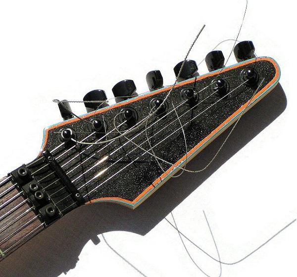 accordando la chitarra a sette corde