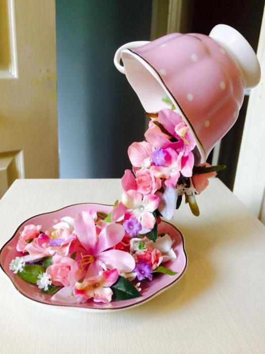 ogromna šalica cvijeća s vlastitim uputama