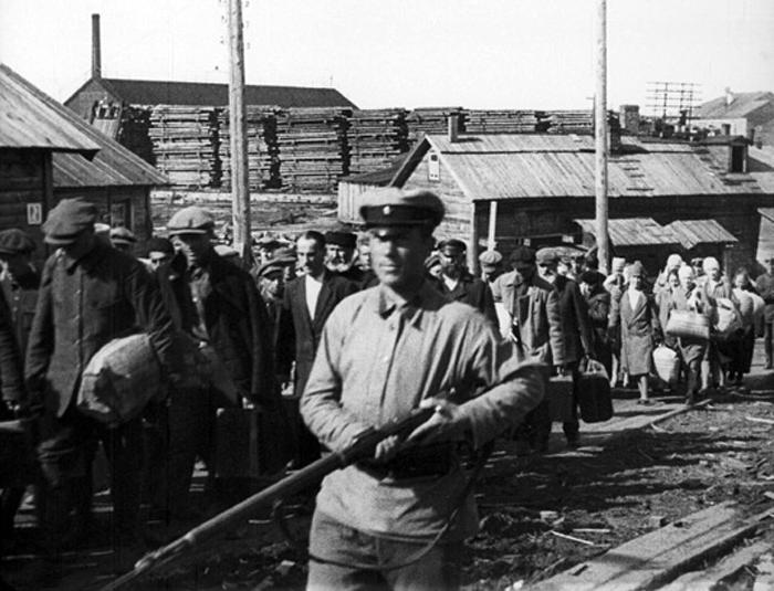 истину о репресији Стаљина