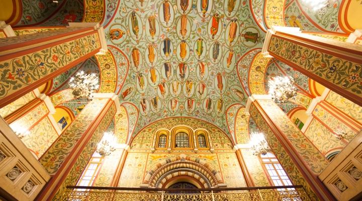 Le sale del museo sono decorate con dipinti.