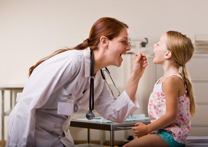 zapalenie jamy ustnej podczas leczenia językiem