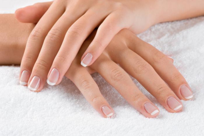 rafforzare le unghie con il gel