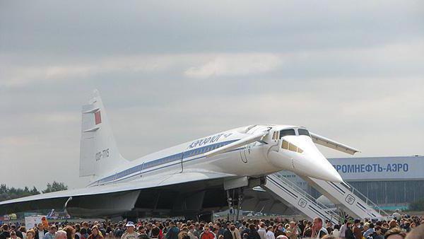 putnički zrakoplov tu 244