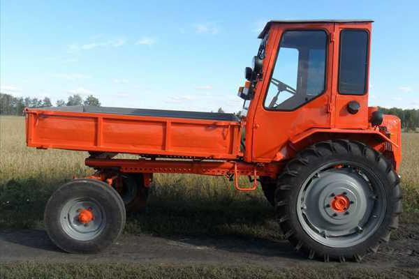 T-16 traktor