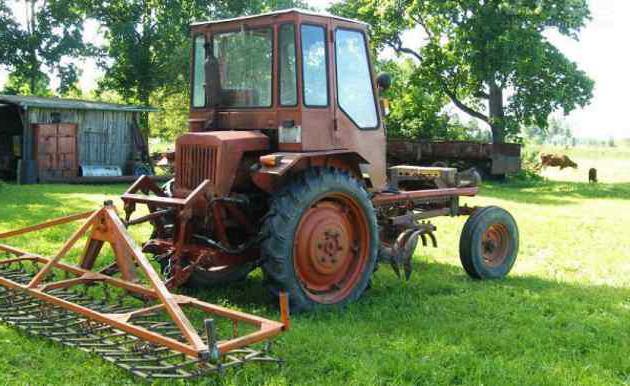 T-16 traktor.  T-25