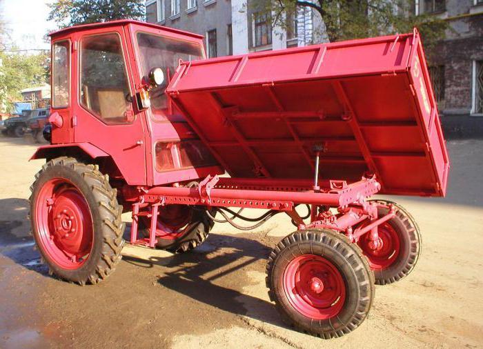 Novi traktor T-16