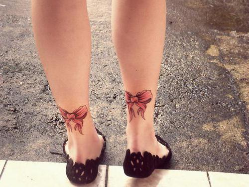 archi tatuaggio sulle gambe dietro