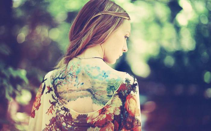 tatuaggio sul retro per ragazze