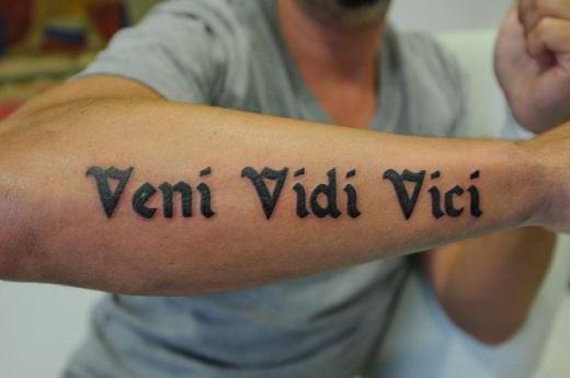 Tatuaż Z Napisem Na Rękę Z Tłumaczeniem Piękny Tatuaż
