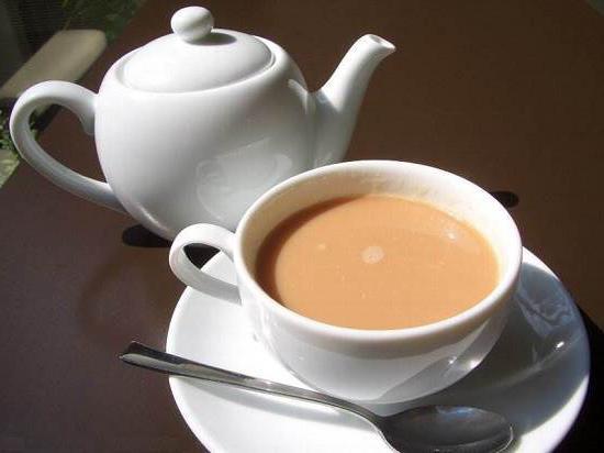čaj s mlékem a medem