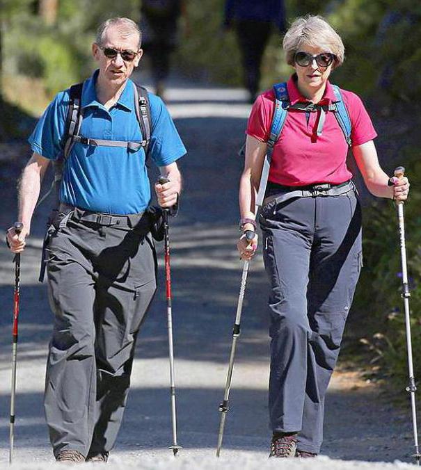 i benefici del nordic walking con i bastoncini