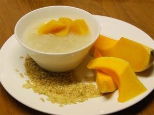 porridge di riso su latte con zucca