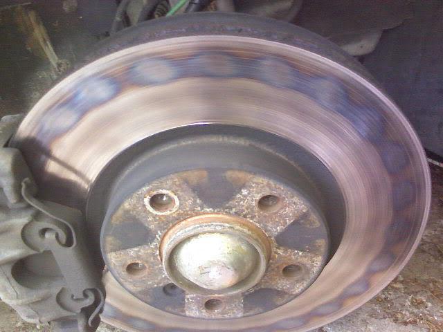 dischi freno anteriori riscaldati dopo aver sostituito i pad