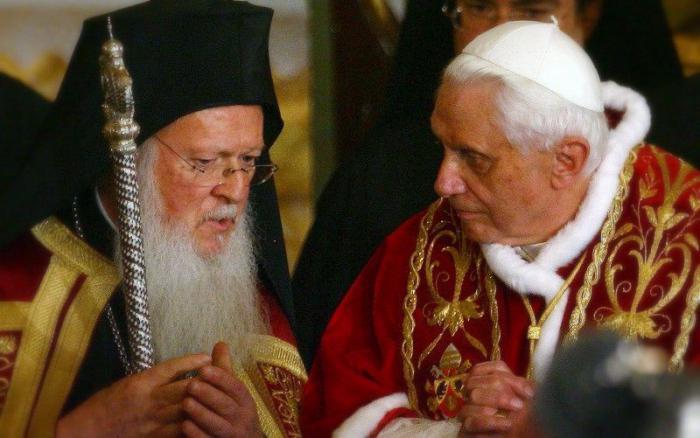 la differenza dell'Ortodossia dal tavolo del cattolicesimo e del protestantesimo