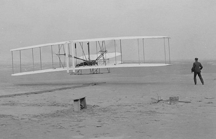 pierwszy samolot na świecie