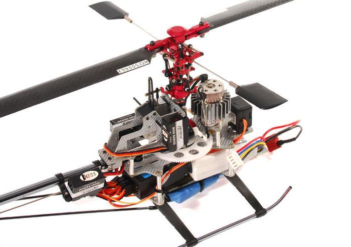 elicottero giocattolo sul telecomando
