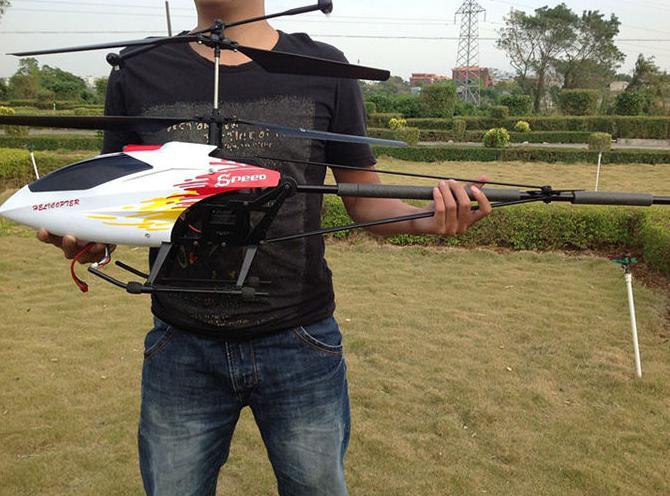 elicottero volante sul pannello di controllo