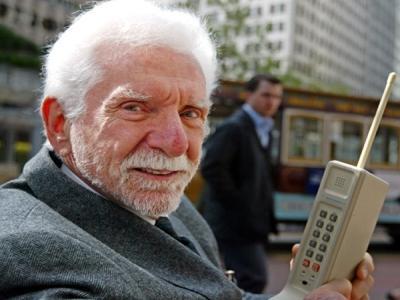 Кой е изобретил телефона