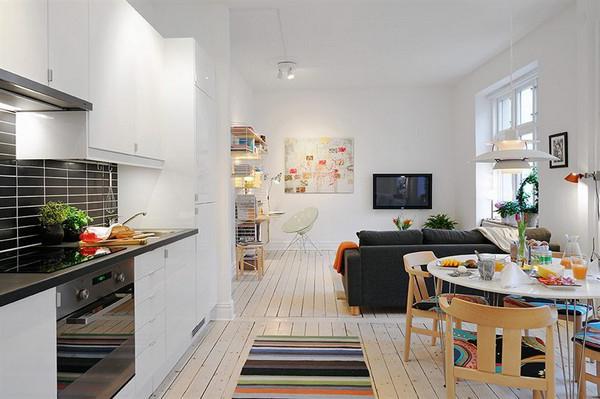 interno di una piccola cucina nell'appartamento