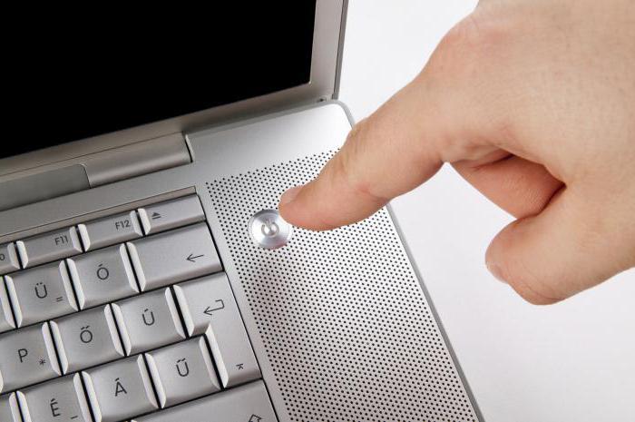il portatile si accende e si spegne immediatamente