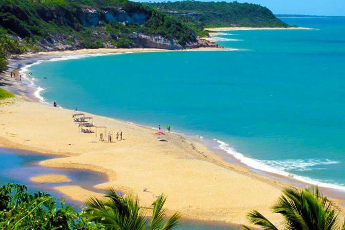 ragazze brasiliane sulla spiaggia