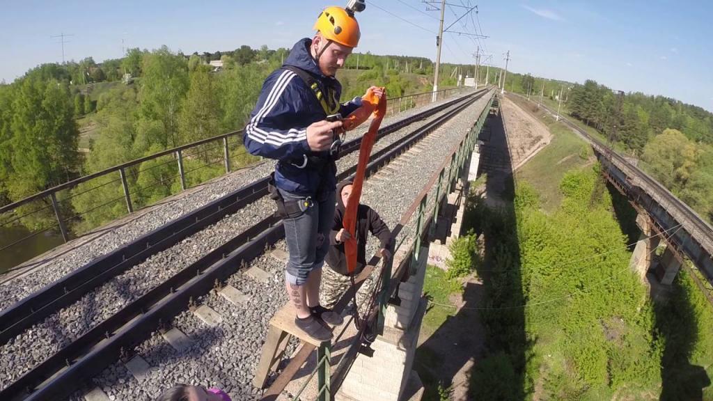 Saltare dal ponte a Manihino