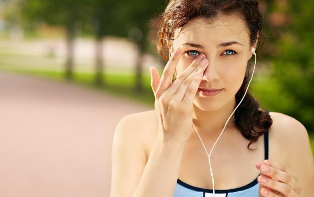 за шта се прави гребање ока