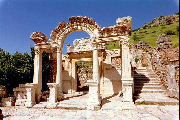 hram artemide u povijesti efeza