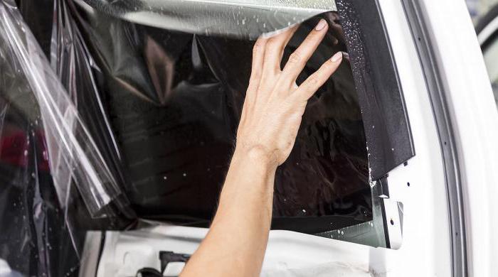 Како се налепити на задњем прозору