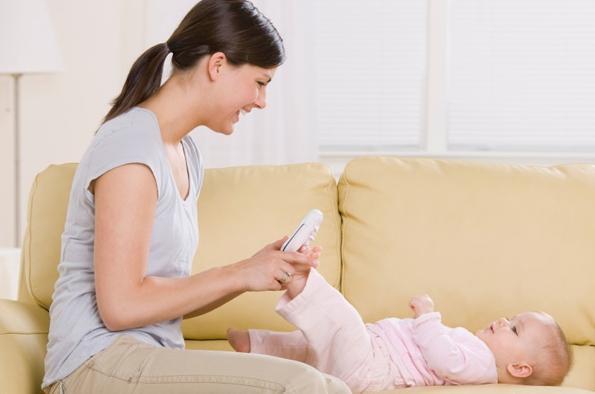 kako nositi novorojenčka na sprehod
