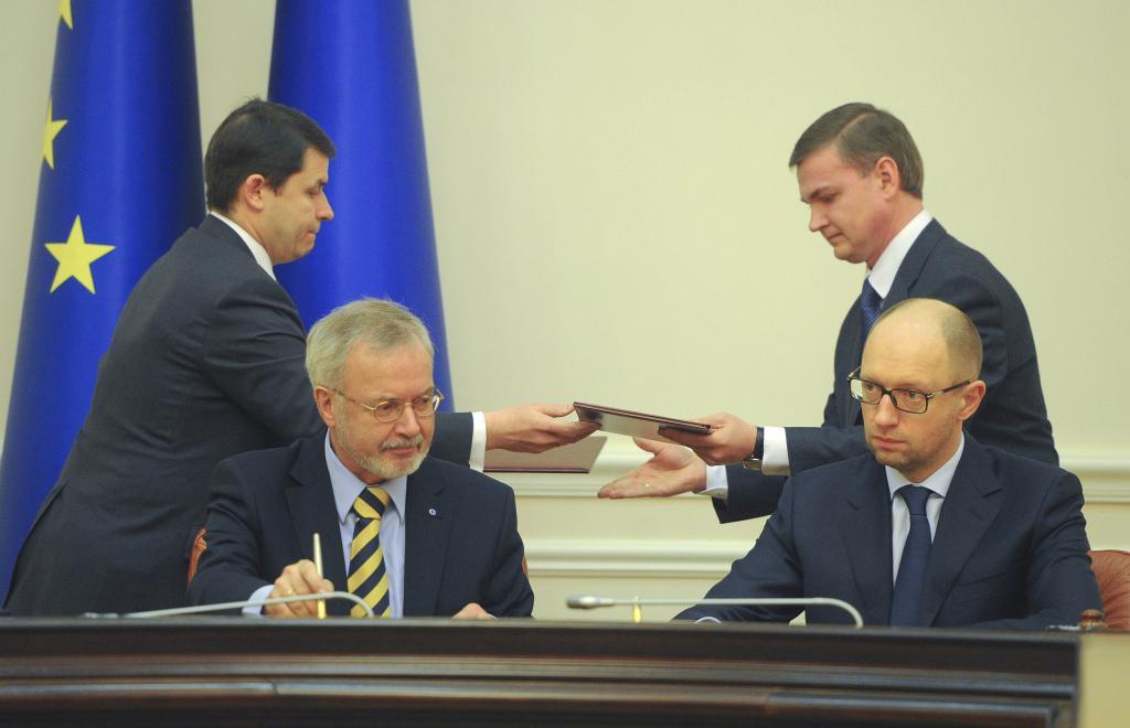 Firma di un trattato con l'UE