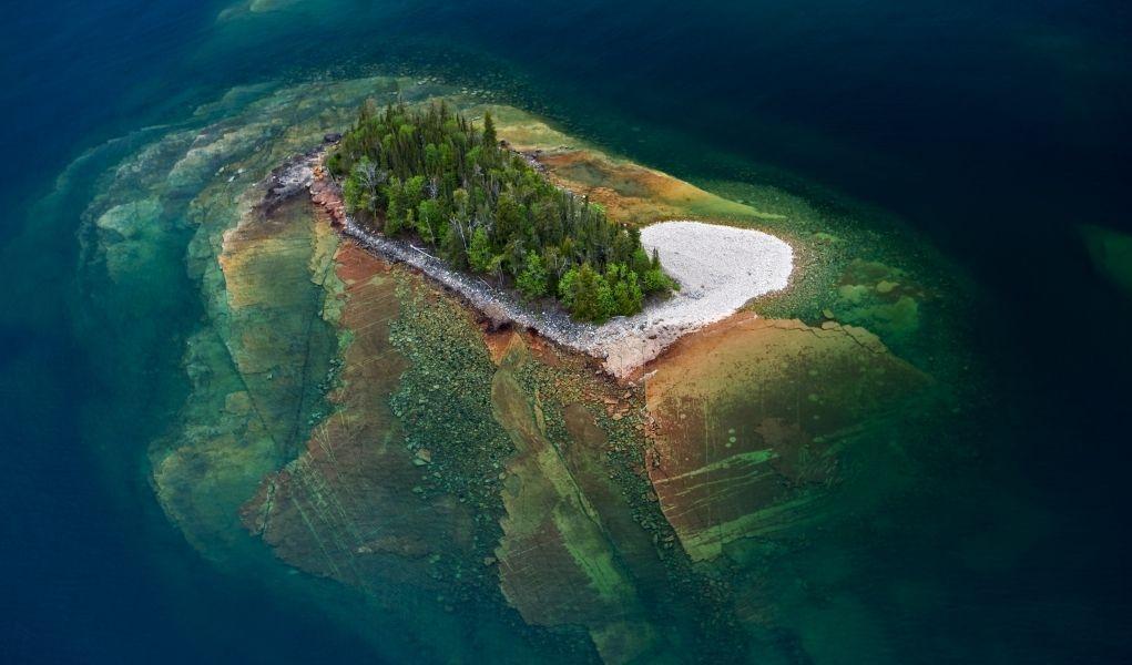 piccola isola nel lago superiore