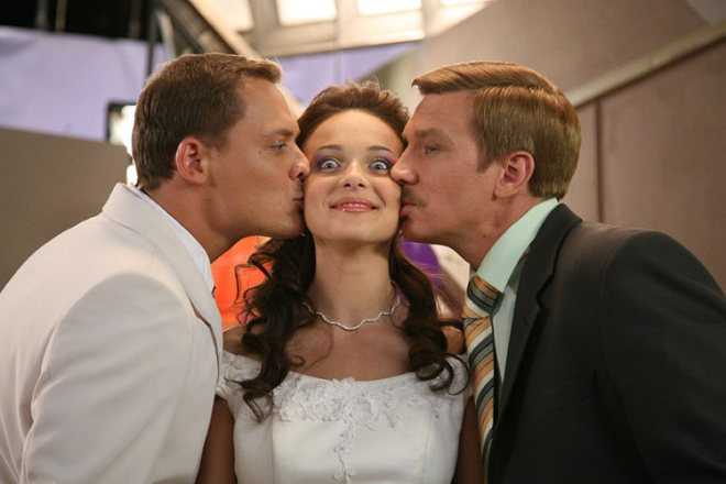 Артем Артемьев, Анна Снаткина и Вадим Колганов на снимачната площадка на филма