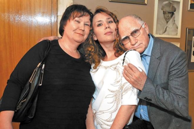Валери Баринов със съпругата и дъщеря си