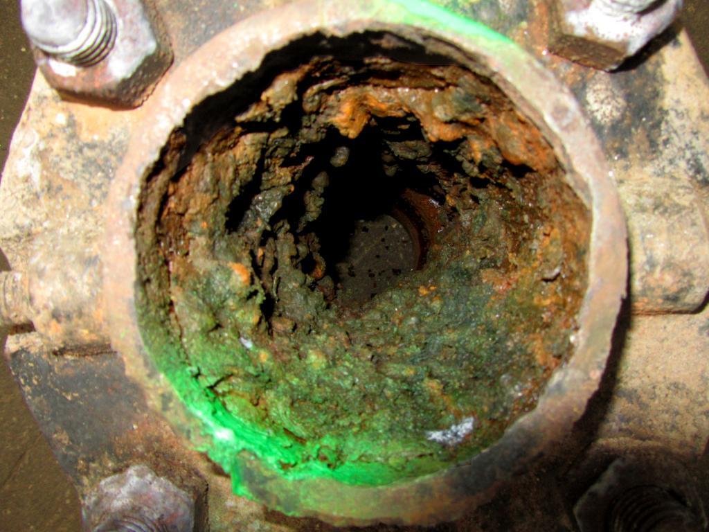 tubo dell'acqua in acciaio all'interno