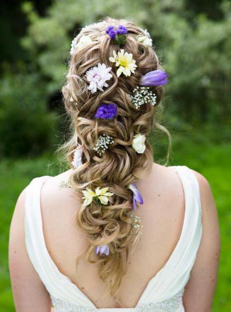 Сватбени прически с цвете и воал