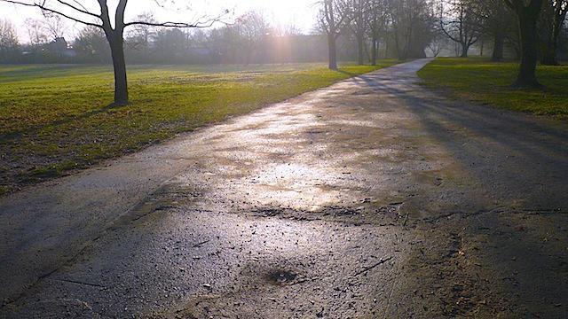 Colore bagnato dell'asfalto