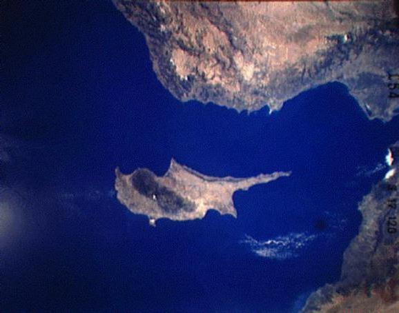 Cipro viene lavata dai mari