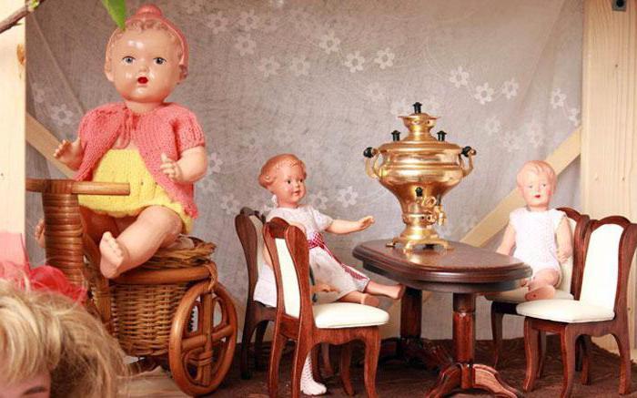 izlazi s lutkama od porculana