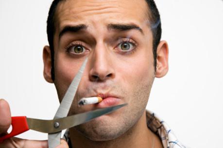 pušač u loncu s prijateljima koji ne puši izlazak s amritsarima