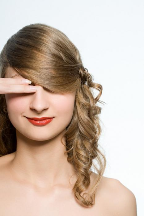 вечерна прическа за средна коса