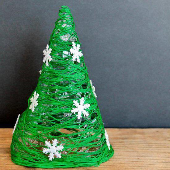 Come fare un albero di Natale dai fili